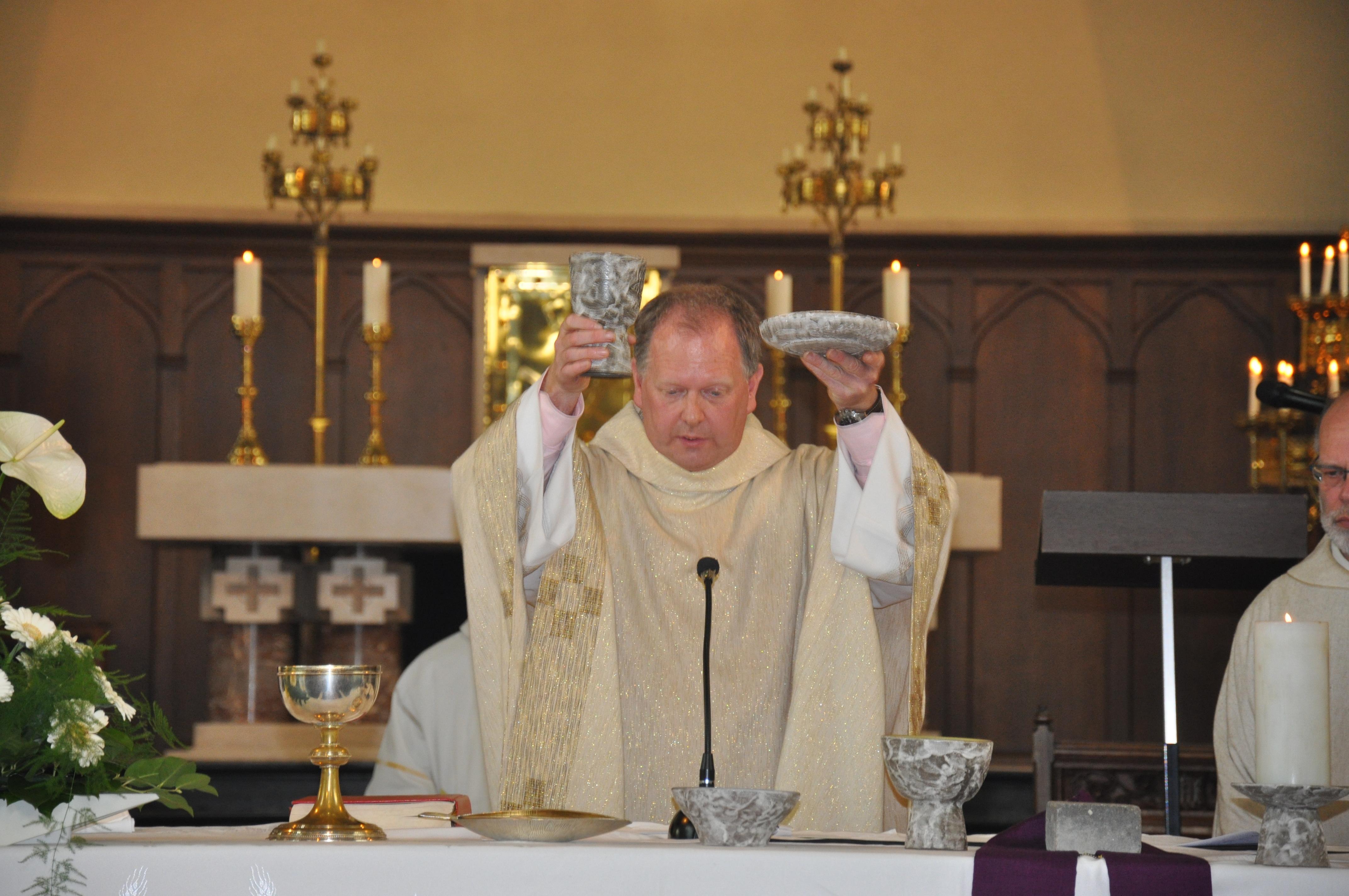 Aanstellingsviering priester Nikolaas in de federatie
