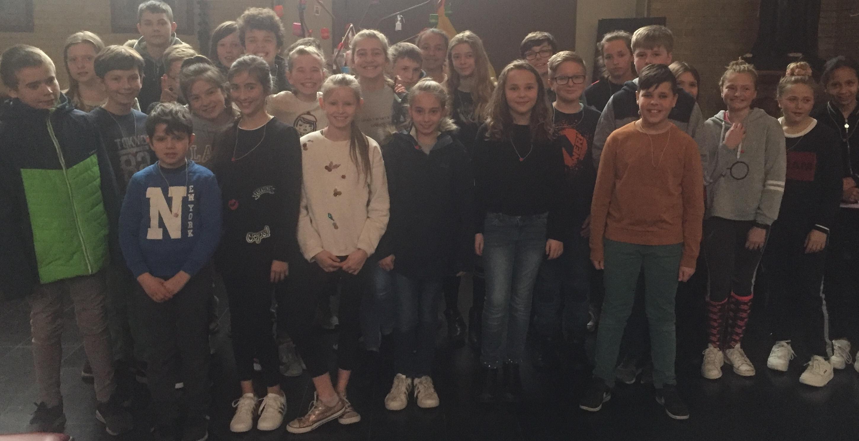 Kruisoplegging vormelingen Sint-Theresia