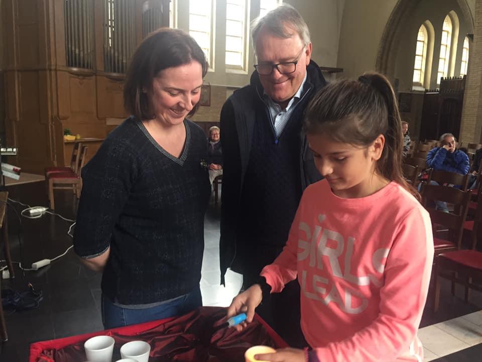 Kruisoplegging vormelingen in Sint-Theresia
