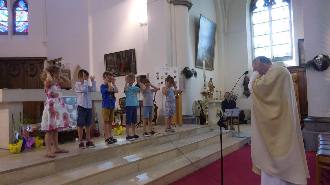 Dankviering voor eerste communicanten en gevormden in Sint-Rikier