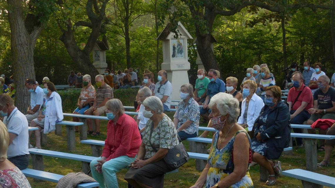 Stemmige zomervieringen in 'groene kathedraal'